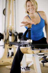 Sybille Veith Schmerz- und Bewegungstherapie am Gyrotonic Gerät